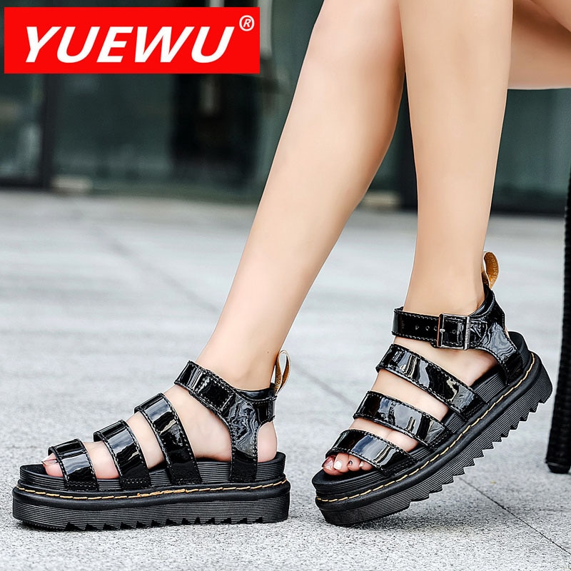 Yuewu الصنادل جلد البقر الصيف الصنادل سميكة سوليد الطبقة الأولى جلد البقر الصنادل الأحذية الرومانية أحذية نسائية صندل كاجوال الموضة