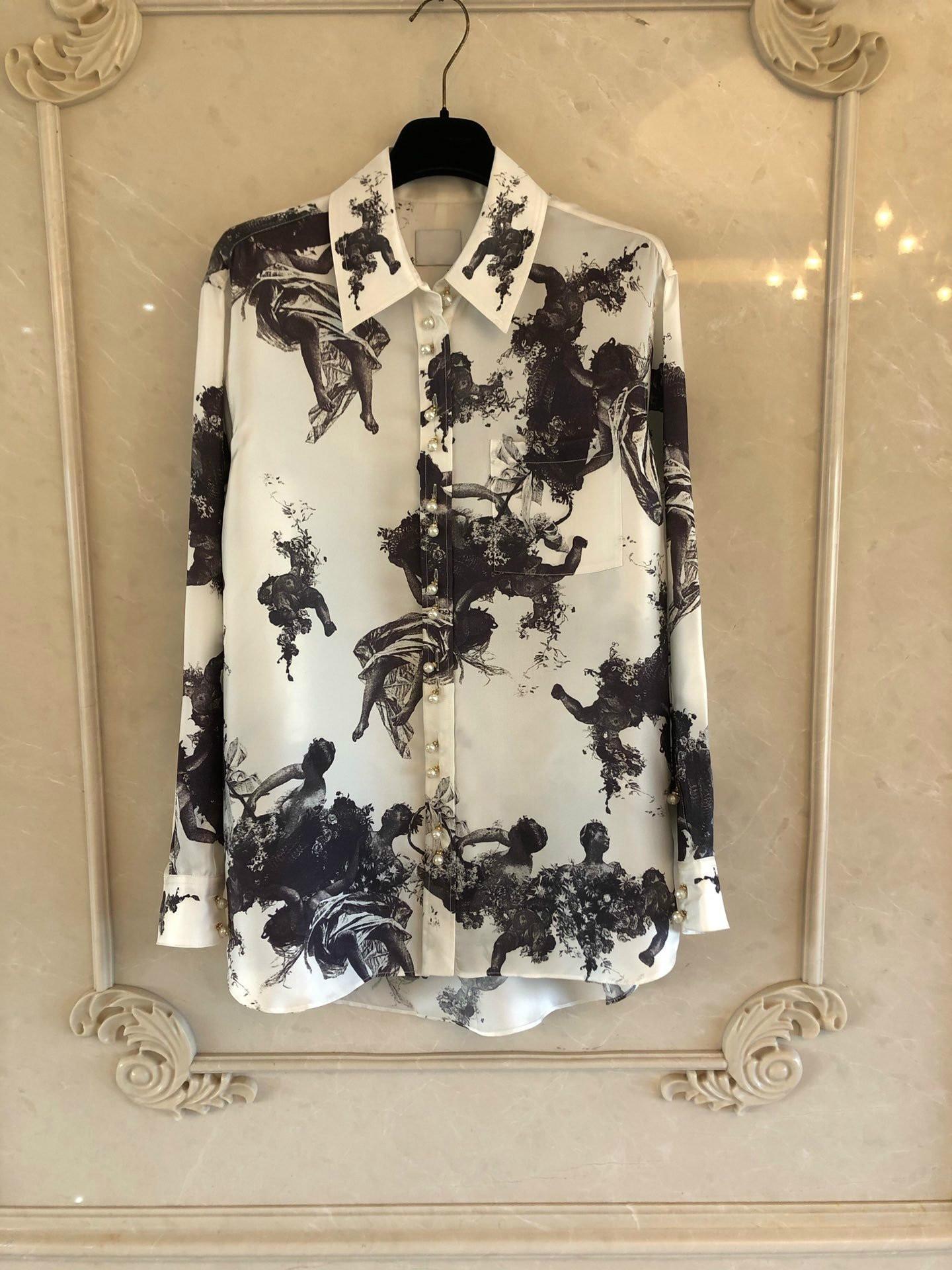 B336, Camisa estampada de tela de sarga de seda con estampado de Ángel, 24 botones decorados con perlas