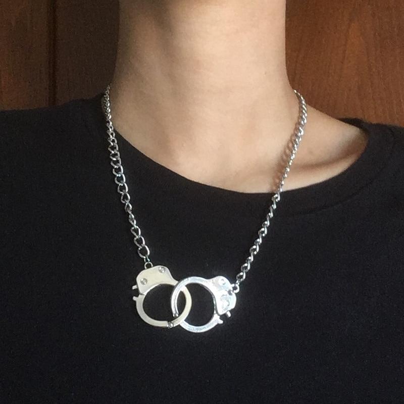 Männer und frauen übertrieben hal Mode zubehör design kurze halskette liebe handschellen auf metall halskette dekorative halskette