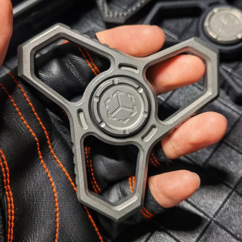Matrix T04 Tactical Fingertip Gyro Multifunctional EDC Finger Lock Legal Self-Defense Non-Metal Handle Toy enlarge