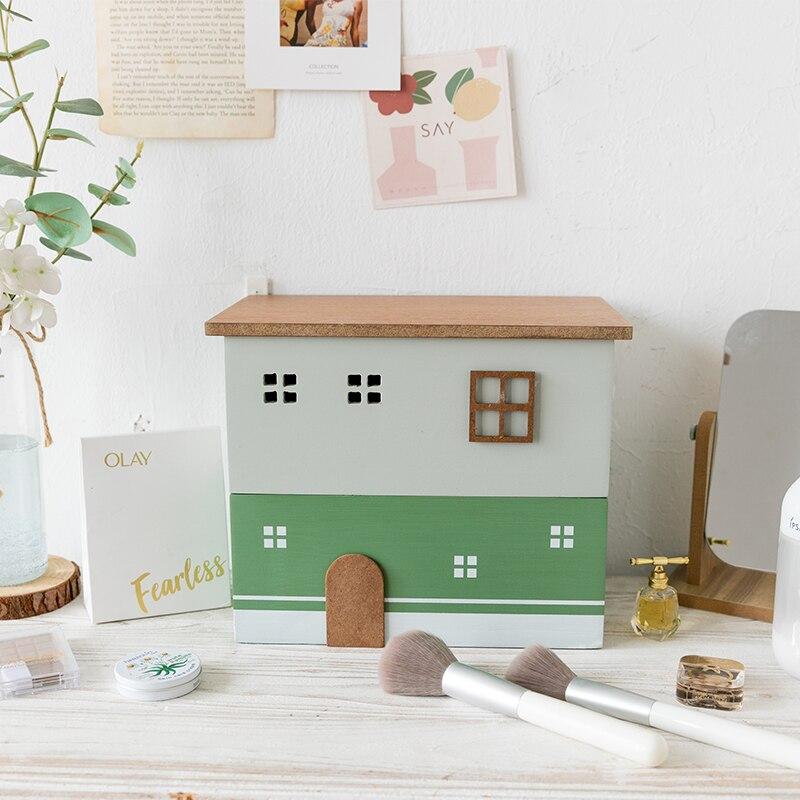 صندوق تخزين خشبي على شكل منزل فريد لتنظيم الطاولة