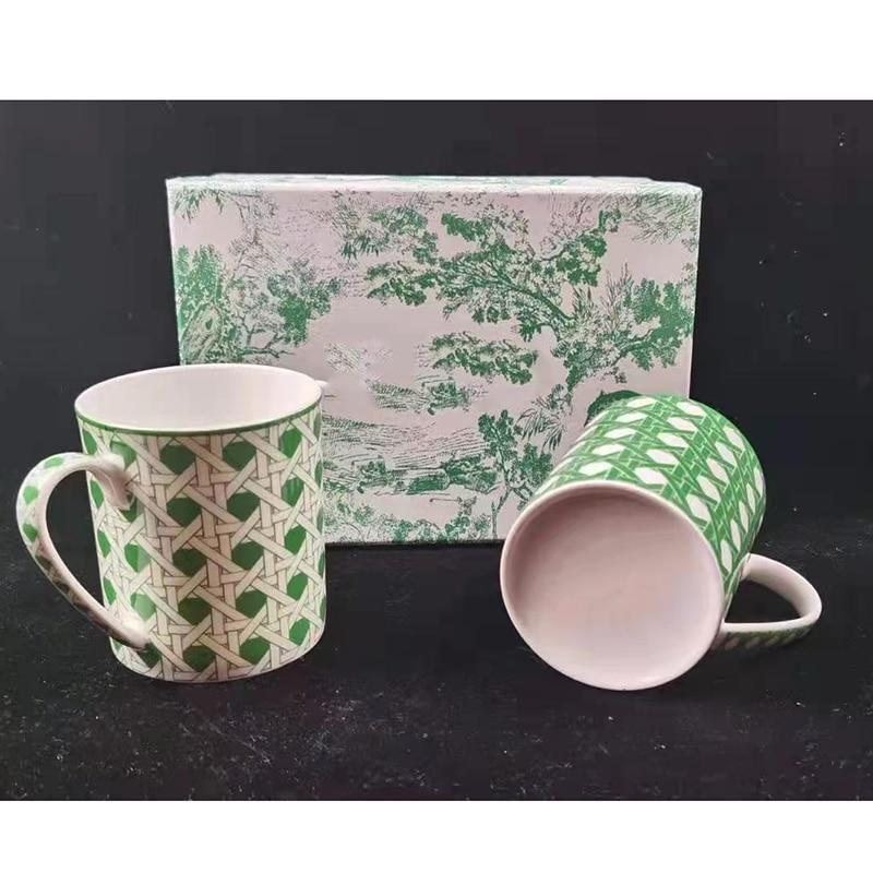 2 pcs/box Fine Bone China Coffee Mug and cup European Style Creative Ceramic Afternoon Tea Teacup For Water  Gift box