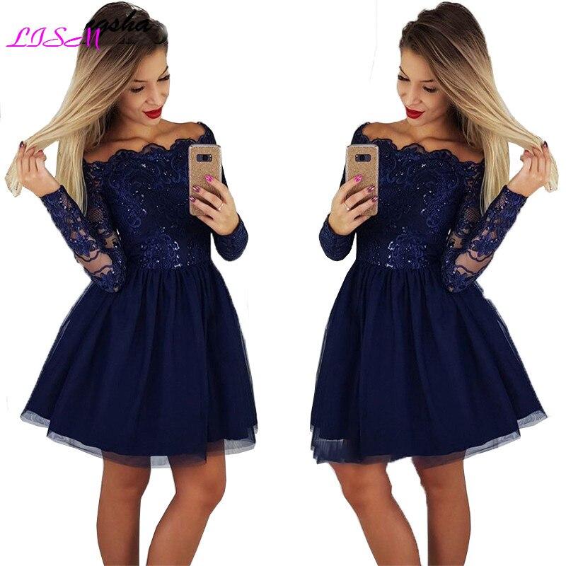 فستان قصير أزرق كحلي ، أكتاف عارية ، دانتيل ، ترتر ، قصة قصيرة ، حفلة موسيقية