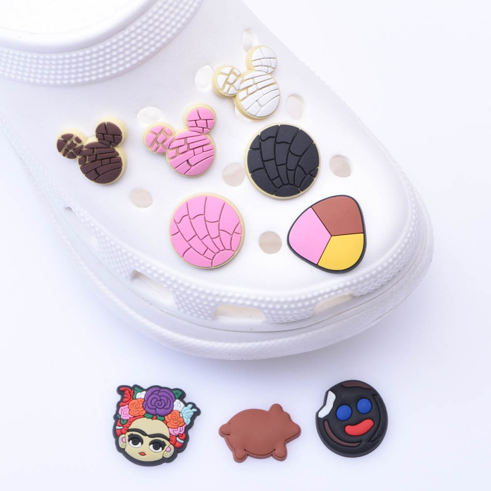 1pcs Soft PVC JIBZ Charms Children's cartoon shoes Accessories Decorations Clogs Button Charm for Sa