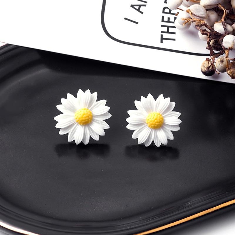 Korean Style Cute Daisy Flower Stud Earrings For Women Summer Fresh Floral Earrings Wholesale Jewelry Femme Brincos Pendientes