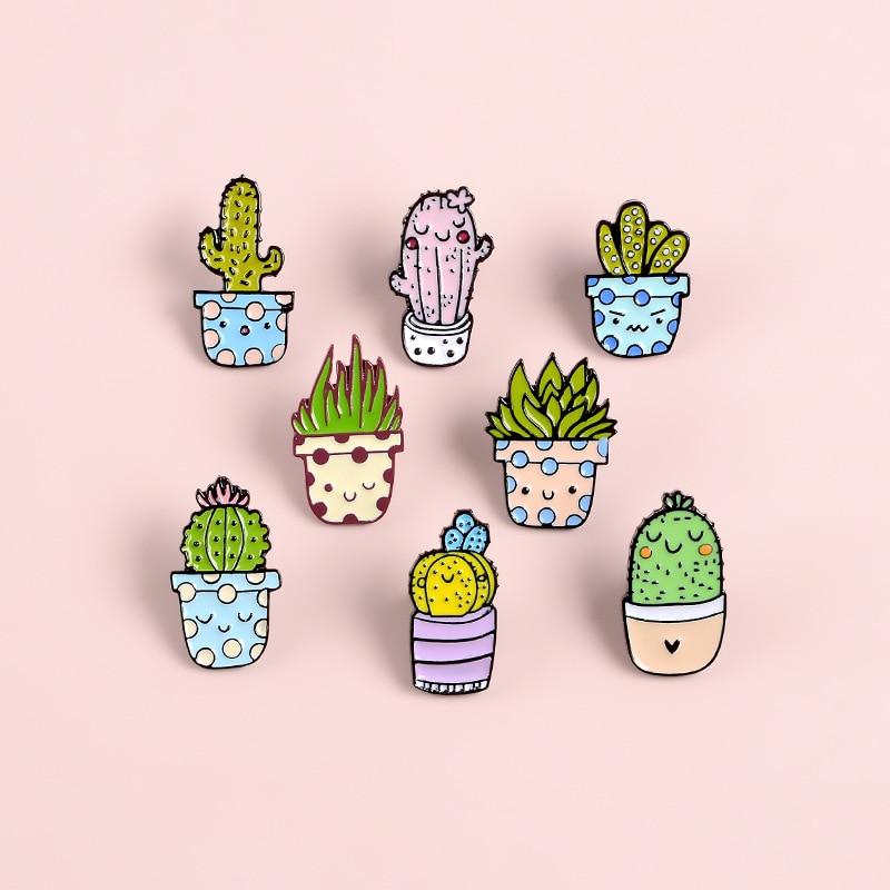 Sonriente Cactus en maceta broche esmaltado de metal expresión de dibujos animados suculentas planta insignia Pin lindo abrigo de moda mochila regalo de la joyería