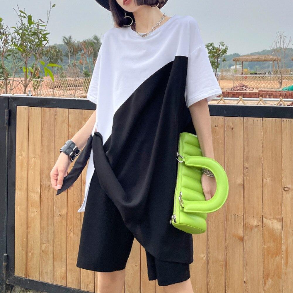 XUXI المرأة قصيرة الأكمام تي شيرت 2021 جديد الصيف فضفاض منتصف طول T قميص أبيض وأسود اللون مطابقة شيك أعلى الإناث E1773
