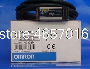 O envio gratuito de E3JK-R4M2 omron novo interruptor fotoelétrico sensor distância 4 metros ajustável ac/dc 5 fios com placa refletor
