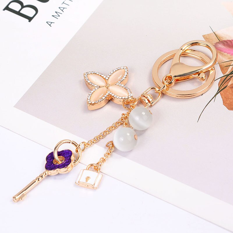 New Four-leaf Clover Keychain Crystal Flower Pendant Key Ring Fashion Beautiful Key Chain Women's Bag Car Pendant Jewelry
