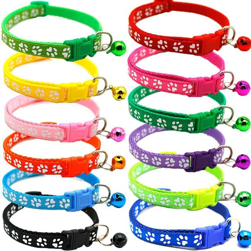 Collar de perro gato única huella de pie Collar campana gato Collar de hebilla ajustable Collar de perro mascota suministros accesorios 7 colores