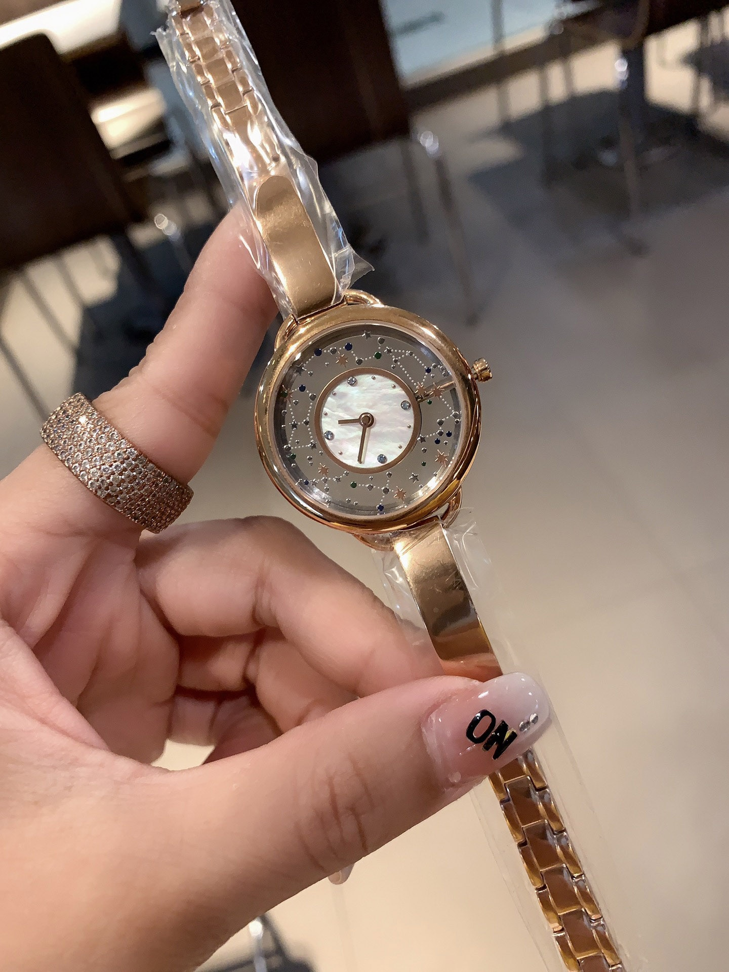 Brand, luxury ladies hollow starry sky watches, replica fashion watches, casual dress ladies, steel strap watches, C banquet, enlarge