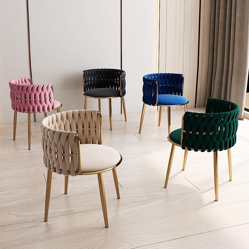 كرسي فاخر خفيف للمكياج بتصميم غير رسمي من أثاث الشمال كرسي طعام مزود بمسند ظهر أنيق لغرفة المعيشة بمقعد من الفلانيل أريكة فردية