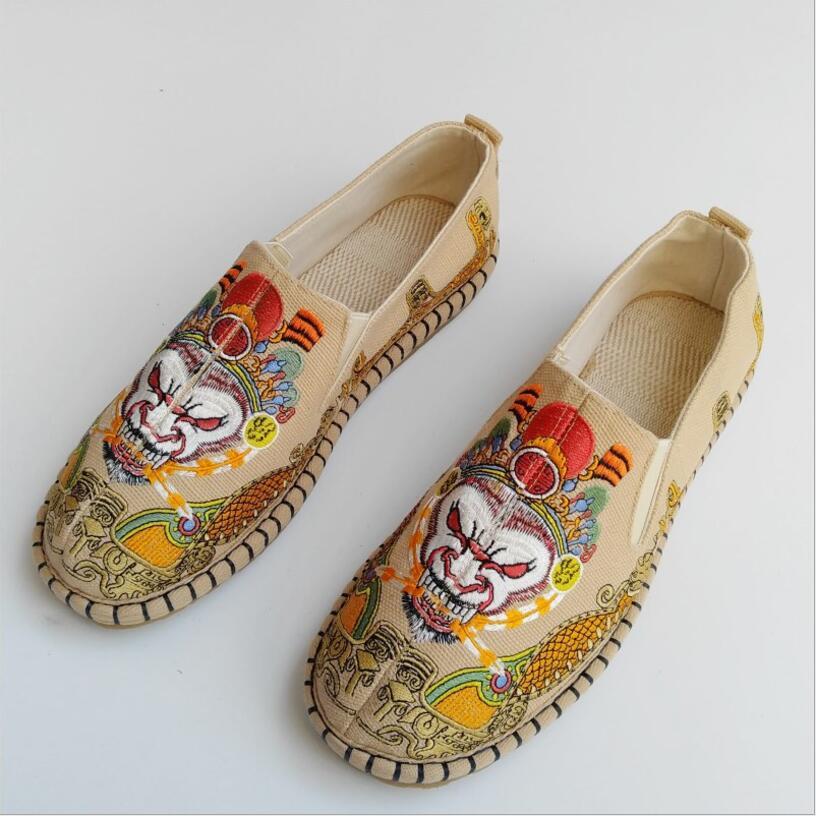 حذاء صيني مطرز بنمط Monkey King Sun Wu Kong مصنوع يدويًا من القماش حذاء من الكتان غير قابل للانزلاق ومقاوم للماء بنعل مزدوج