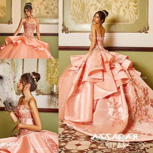 Peach Beaded Ball Gown Quinceanera Dresses Sweetheart Neck Appliqued Sweet 16 Dress Satin Sweep Train Sequined Masquerade Gowns