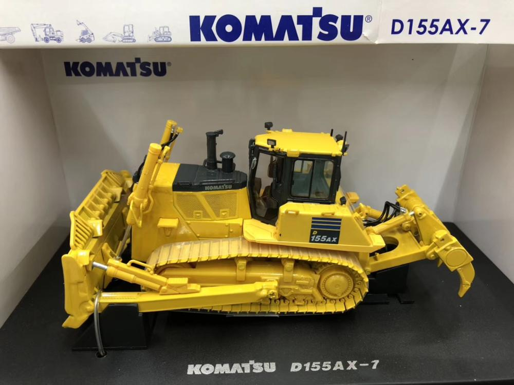 UNIVERSAL HOBBIES KOMATSU D155 AX DOZER MODEL 1/50 SCALE UH8010 NEW IN BOX