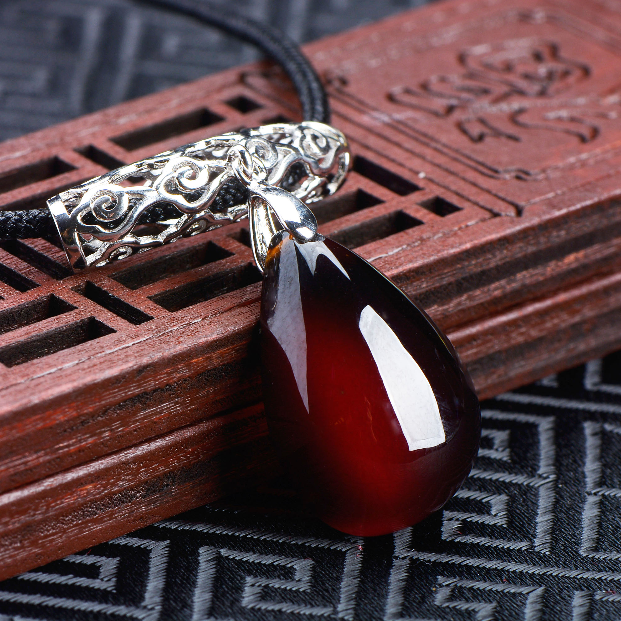 Colgante de gota de granada vino rojo piedra desnuda retro simple moda mujer colgante collar cadena suéter