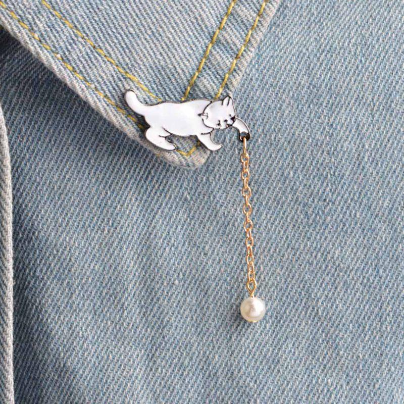 Lindo pequeño blanco imitación perla gato broche oveja bebé Llama esmalte Pins Chic moda Animal joyería Bijoux broche al por mayor