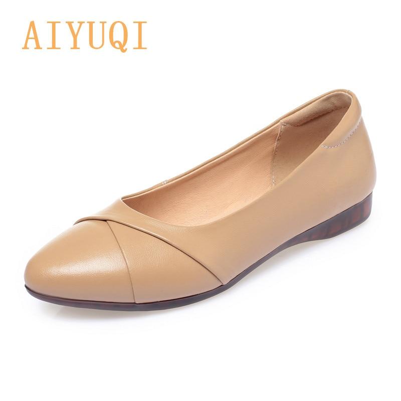 AIYUQI النساء متعطل عادية 2021 ربيع جديد جلد طبيعي حذاء للأمهات غير رسمي مريحة عدم الانزلاق حجم كبير السيدات حذاء مسطح