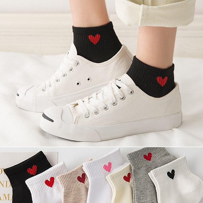 Calcetines cortos de algodón para mujer, bonitos calcetines informales Harajuku de mujer con corazones de melocotón y moda de Corea japonés, calcetines tobilleras blancos de verano