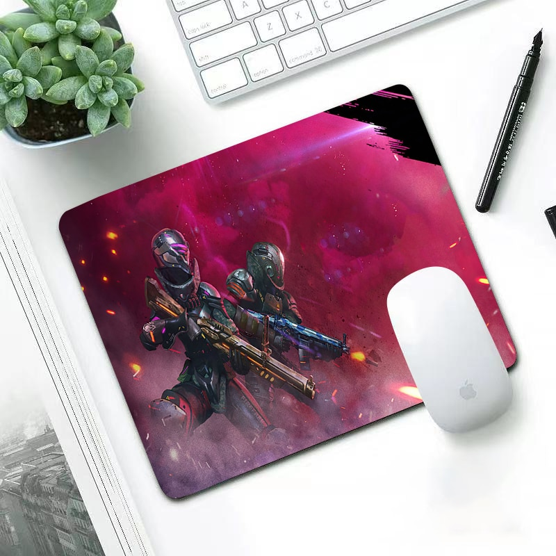 Luxury New Arrivals wear-resisting small 29x25cm office leisure edge anti slip washable laptop game mouse pad free fire garen