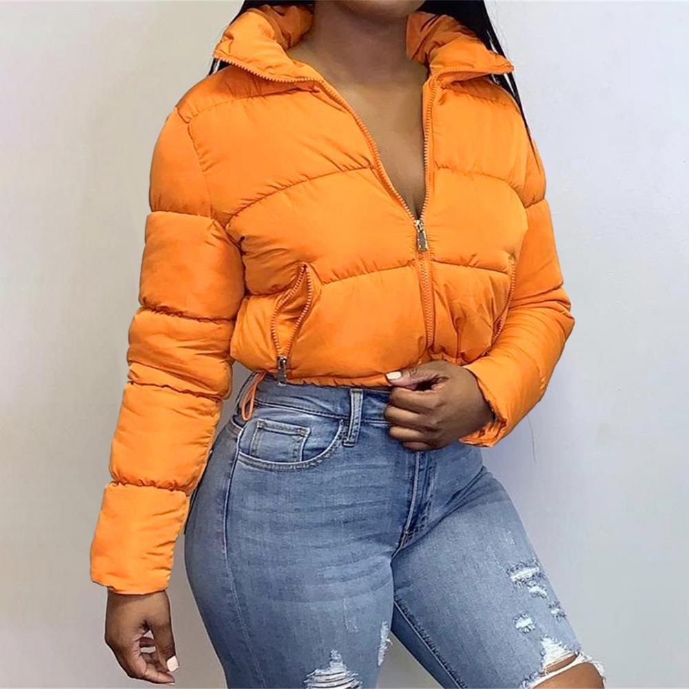 سترة قصيرة قصيرة للنساء 2021 معطف منتفخ مقصوص معطف خفيف الوزن اثنين من جيوب يدوية ذات سحاب سفلي وأكمام طويلة