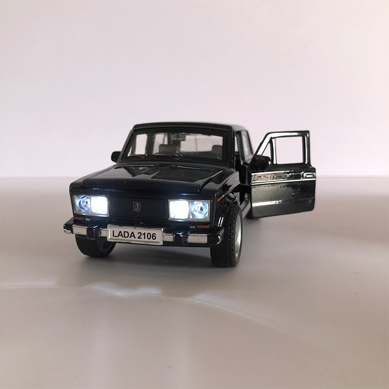 Russian LADA 2106 Diecast 1:32 Scale Alloy Classic Model Car Metal Toy Car Pull Back Music Light Toy Vehicle Children Gift
