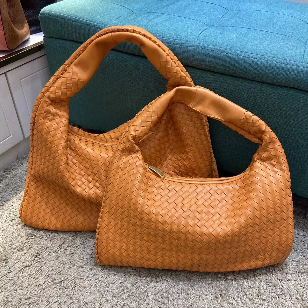 New Lady's Soft Genuine Cowhide Woven Croissant Handbag Large Capacity Pleated Dumpling Bag Shoulder Diagonal Straddle Women Bag