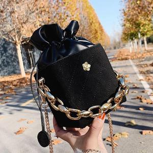 Thick Chain Tote Bucket bag 2021 Fashion New High-quality Matte PU Leather Women's Designer Handbag Chain Shoulder Messenger Bag