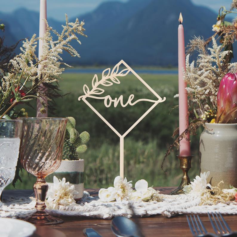 Números de mesa rústicos, centros de mesa rústicos, números de mesa de boda, decoración rústica de boda, centros de mesa de boda