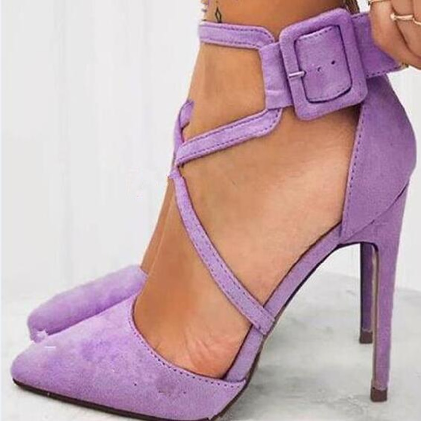 Sapato de lavanda roxo com fivela para mulher, calçado de salto alto estilo lavanda com fivela cruzada, calçado reais fotos