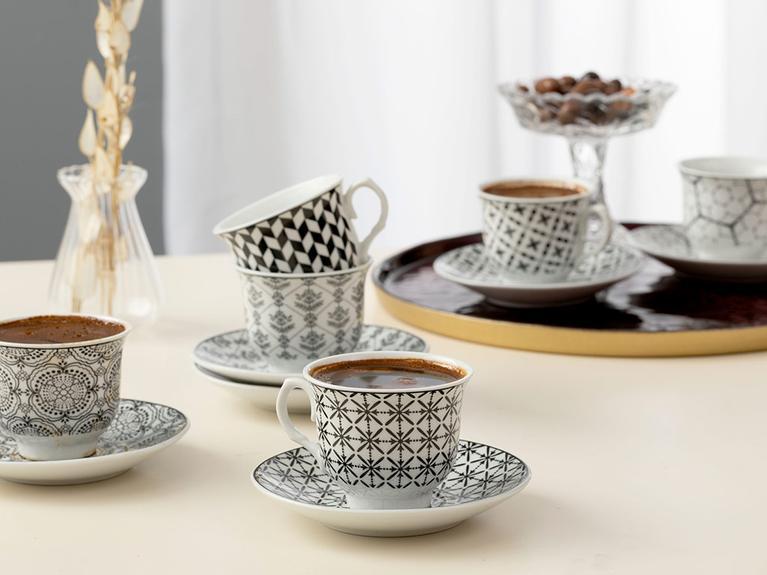 LaModaHome فناجين قهوة اسبريسو مع أطباق كاري بورسلين 12 قطعة فنجان قهوة 90 مللي أسود إنجليزي عربي يوناني فنجان قهوة