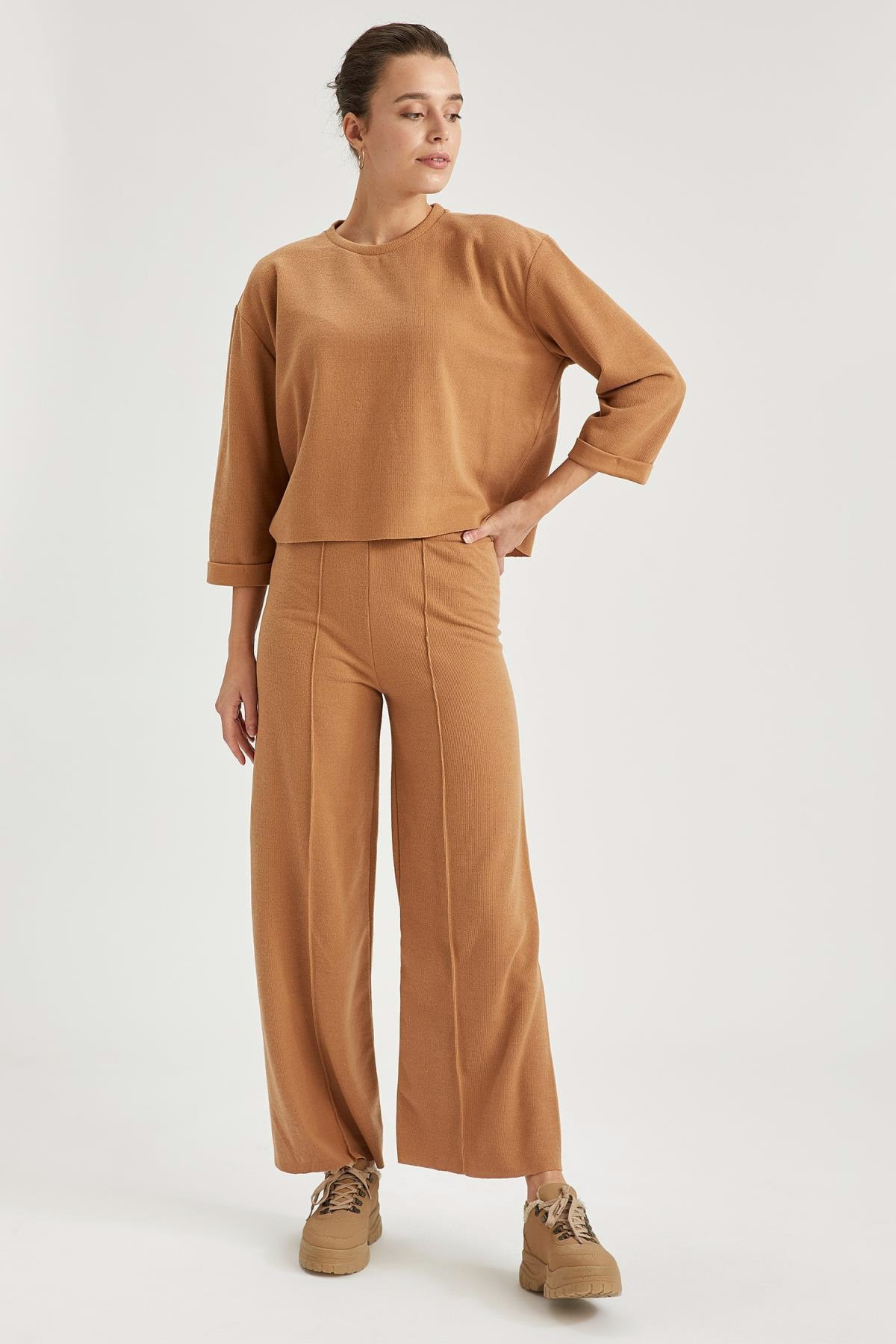 Woman with Brown Knitted Palazzo Pants Wheel Women's Islamic Clothing Pants