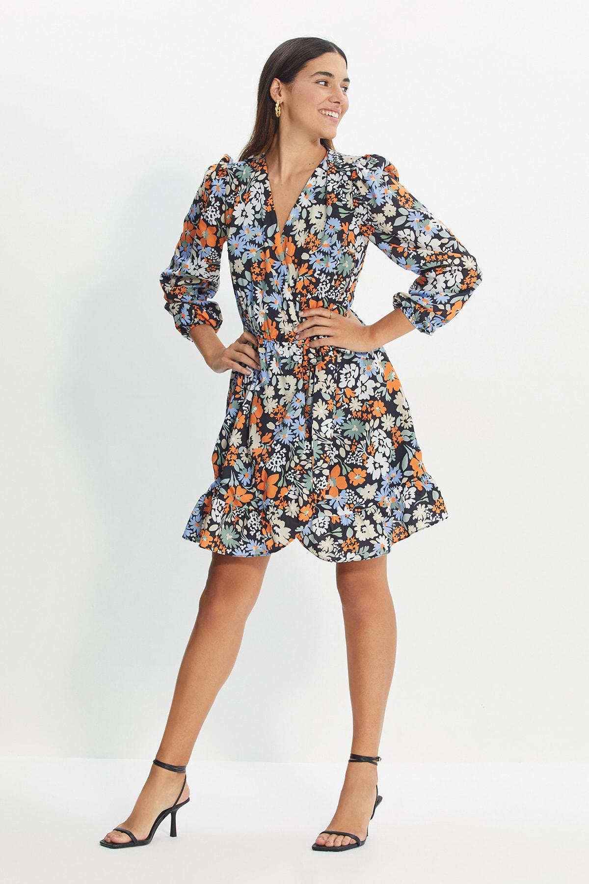 ترينديول طويل القامة مزدوجة الصدر طوق فستان TWOAW22EL1335