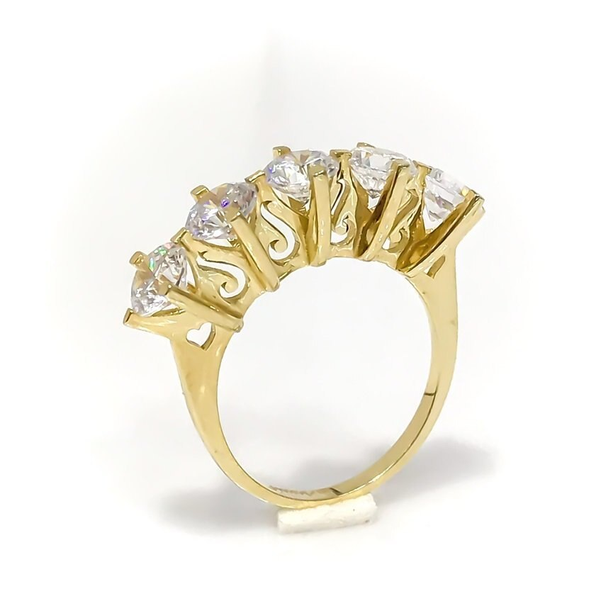 Diamond Design 8 Carat Gold Dibs Ring