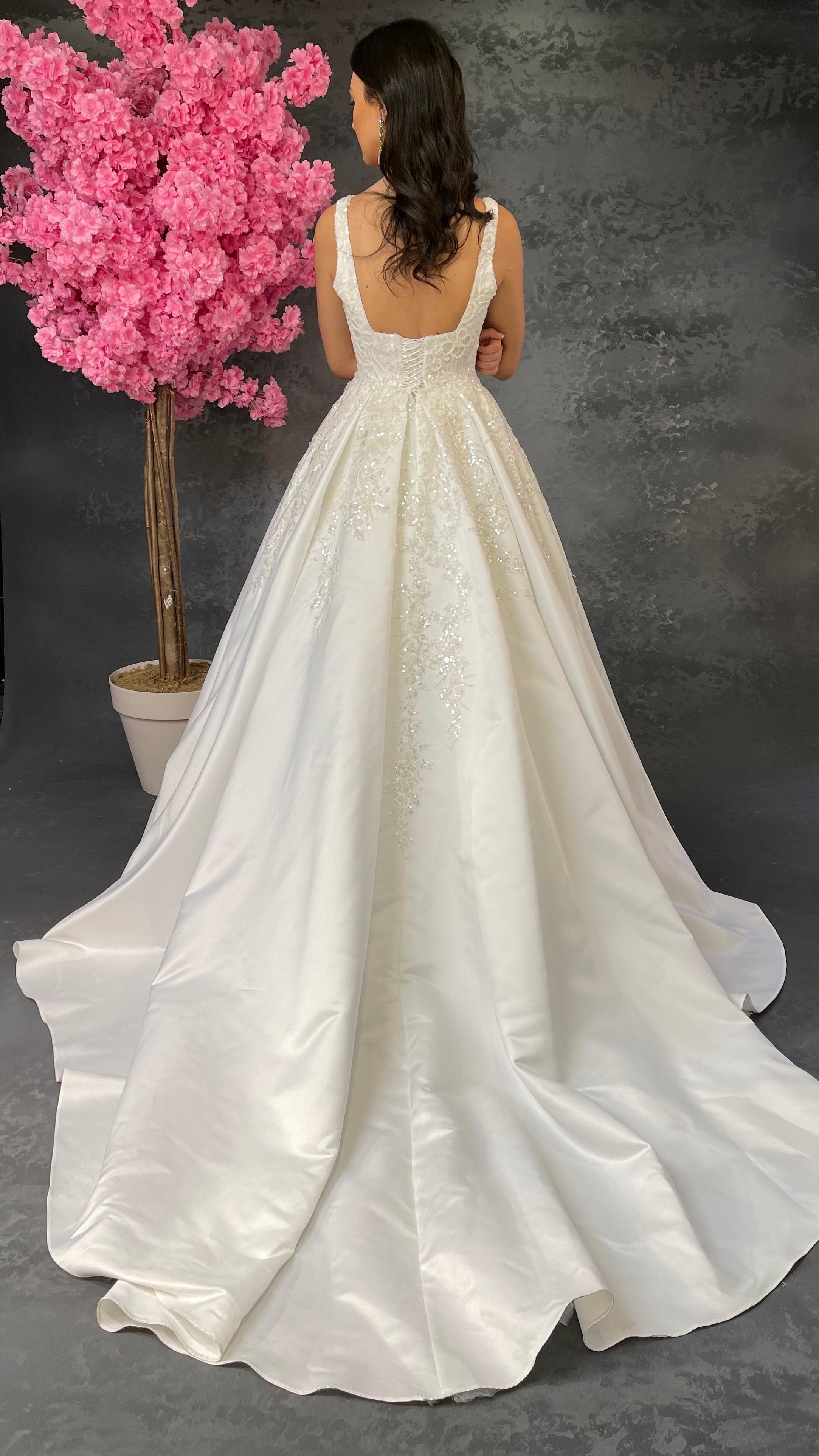 فستان زفاف ساتان أبيض بياقة مربعة للنساء ، بياقة مربعة مطوية ، دانتيل ، ياقة مربعة