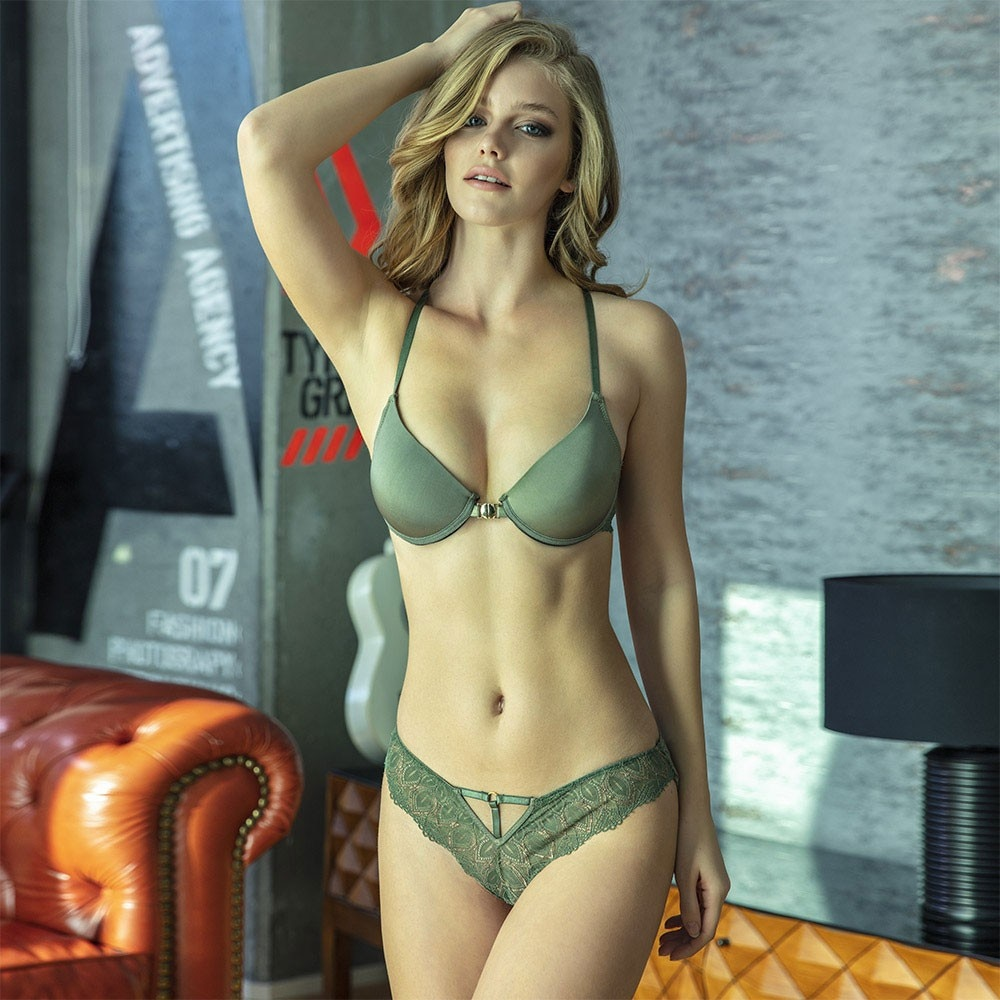 Sexy Stylish And Comfortable Underwire Covered Back Accessory Front Opening Green Lace Bra Panty Set
