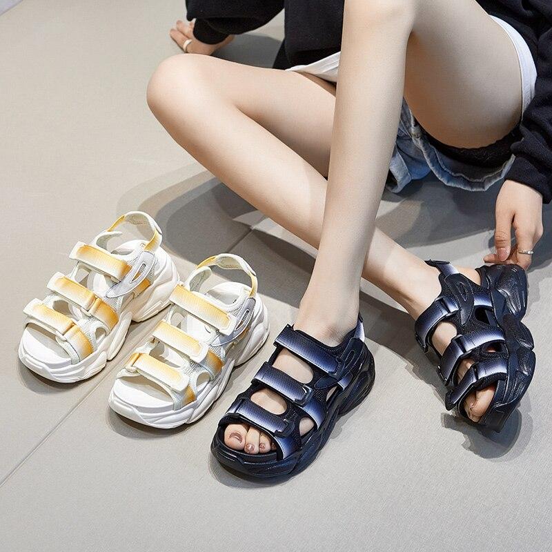الصيف أحذية امرأة صنادل أرضية مسطحة النساء لينة جلدية عادية المفتوحة تو المصارع أسافين النساء أحذية C001