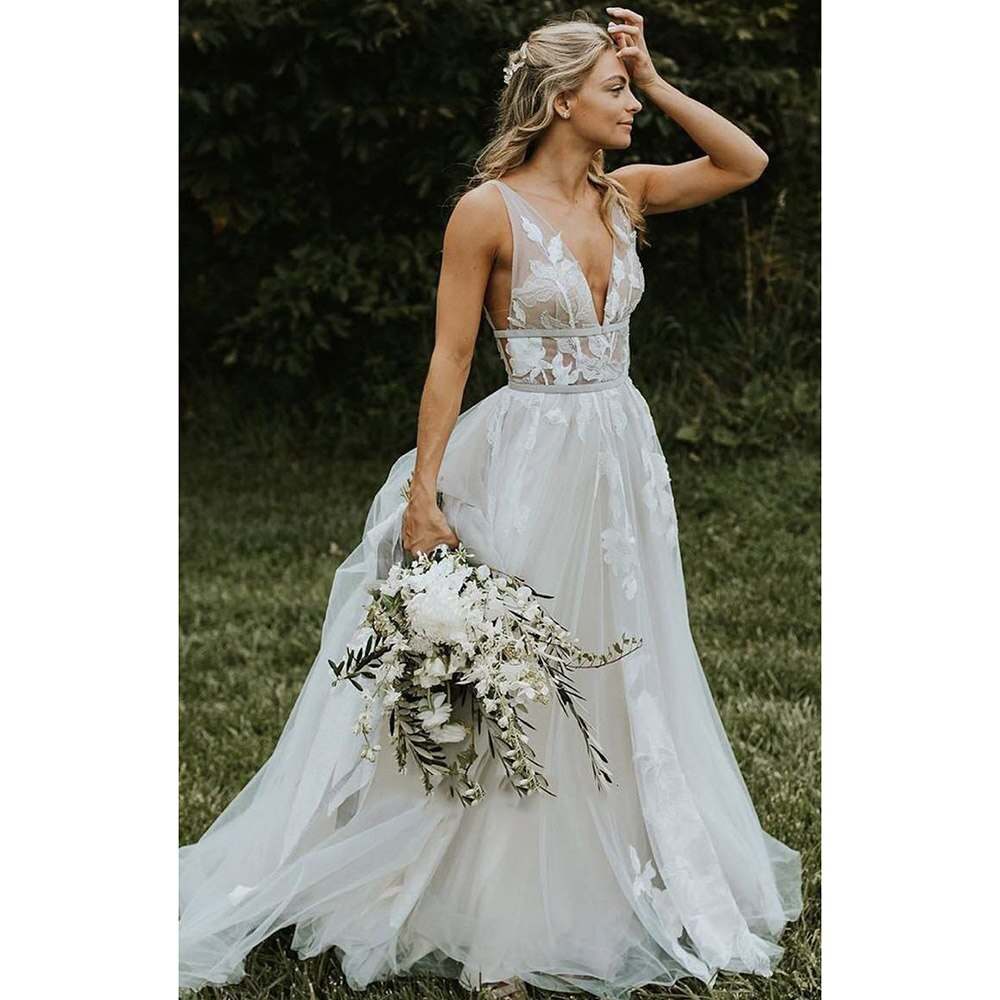 Boho Tulle A-Line Wedding Dresses Sexy V-Neck Sleeveless Open Back Lace Up Sweep/Brush Train Bride Gowns Simple Pleats Appliques