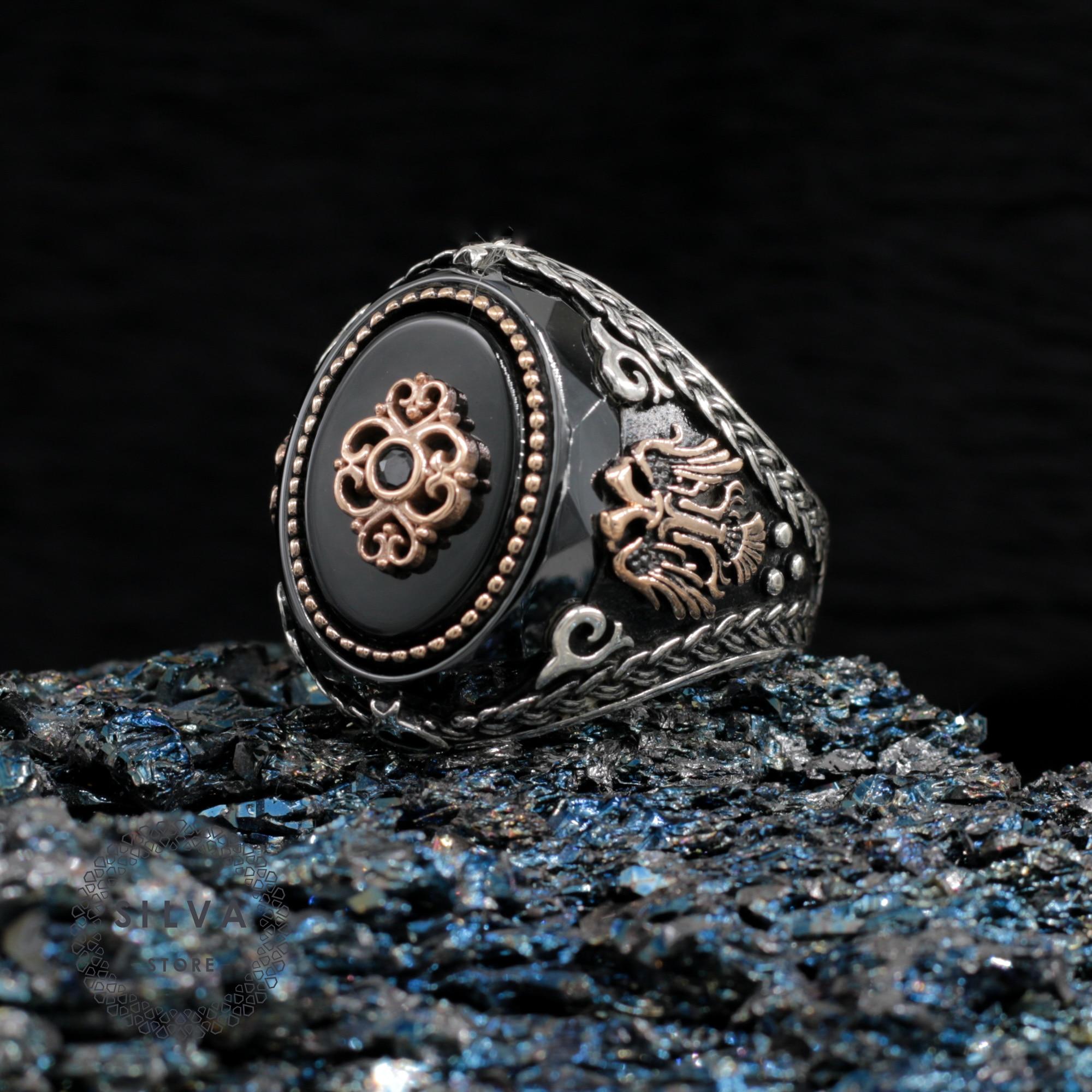 Мужское-кольцо-из-серебра-925-пробы-с-ониксом-и-фианитом