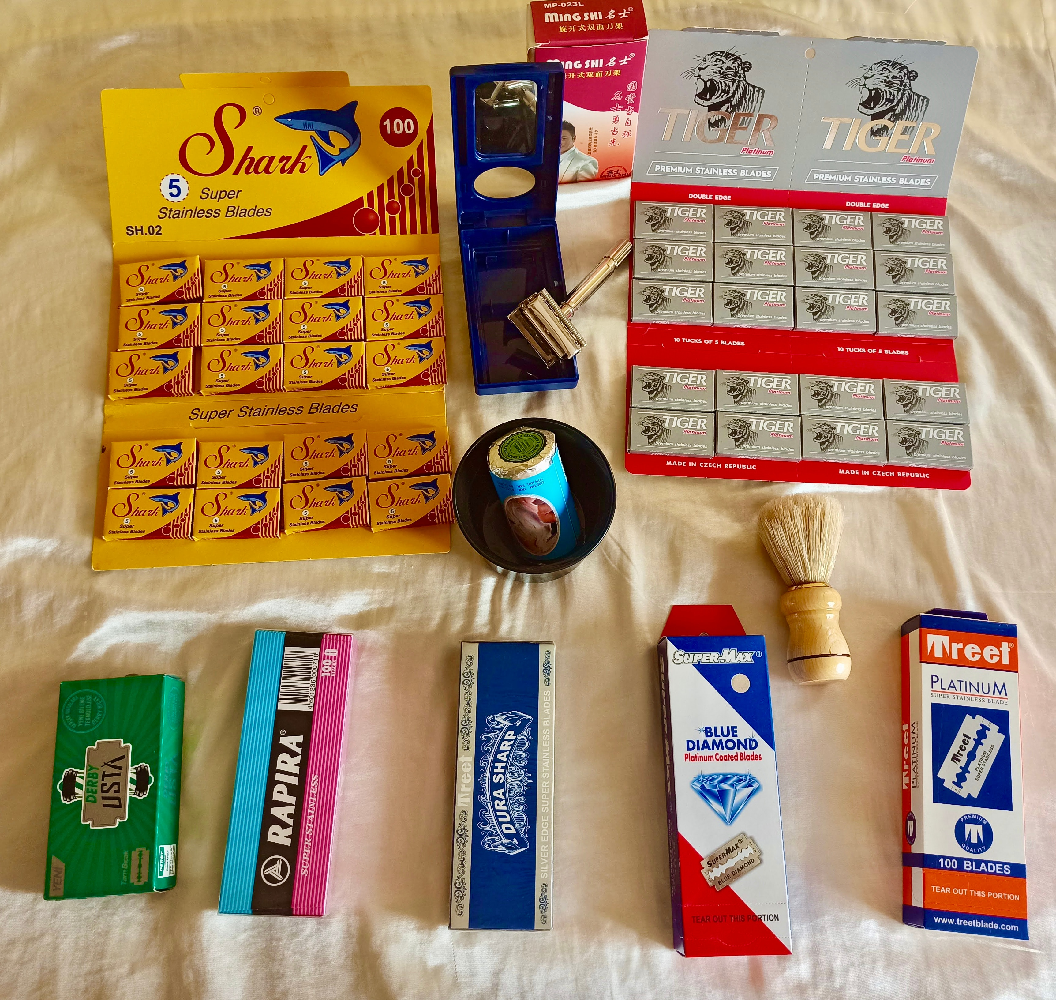 11 Piece,Gift Set for Men Shaving Box,700 Shaving Razors, Soap,Brush,Shaving Bowl & Safety Razor