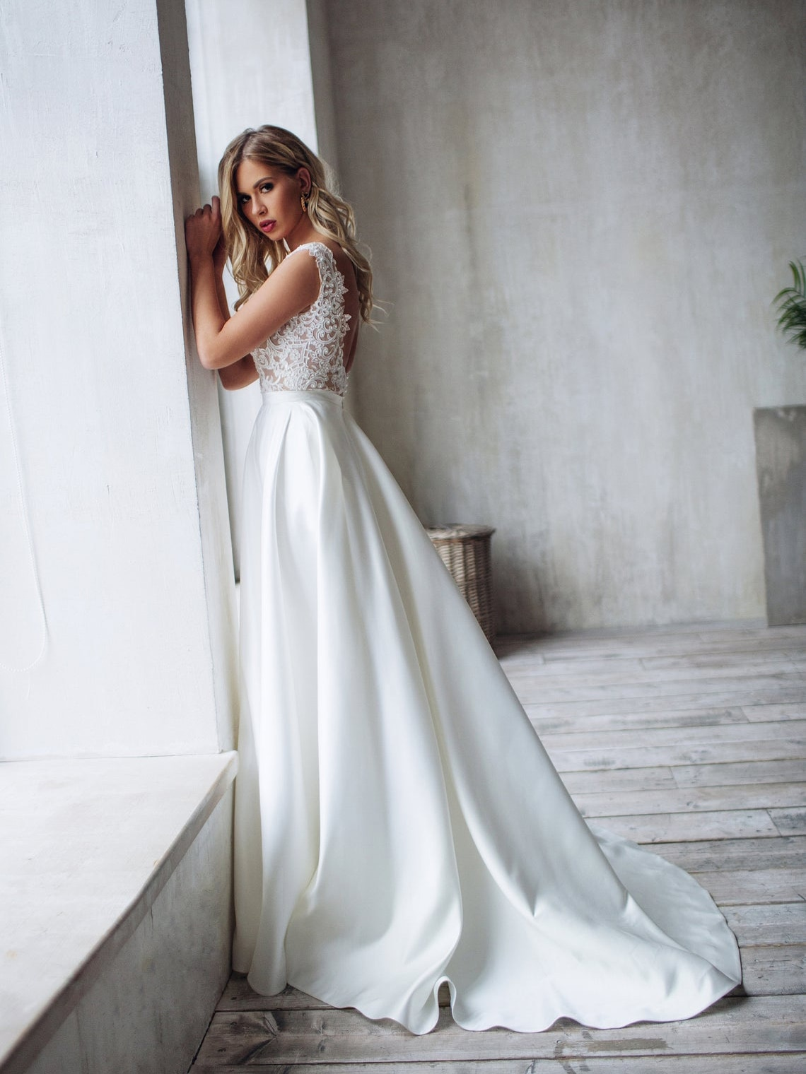 elegant-romantic-lace-outdoor-wedding-dress-v-neck-a-line-satin-bridal-gown-with-pearls-open-back-plus-size-vestido-de-noiva