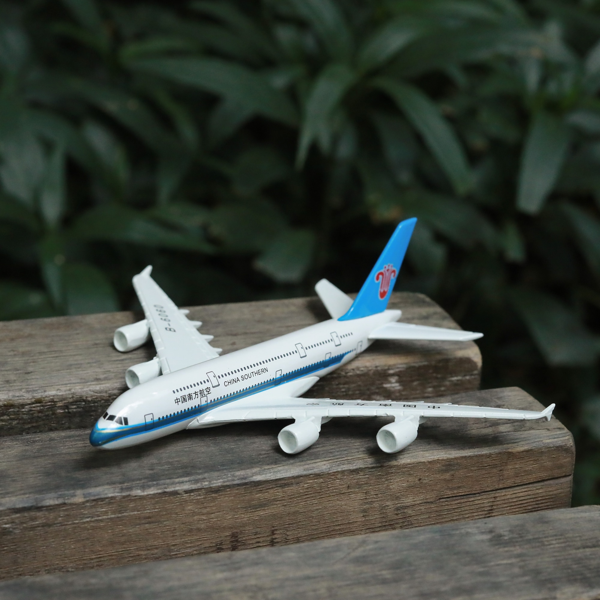 China Southern Airlines A380 Airplane Diecast Aircraft Model 6 Metal Aeroplane Home Office Decor Mini Moto Toys for Children air france a380 airplane diecast aircraft model 6 metal plane aeroplane home office decor mini moto toys for children