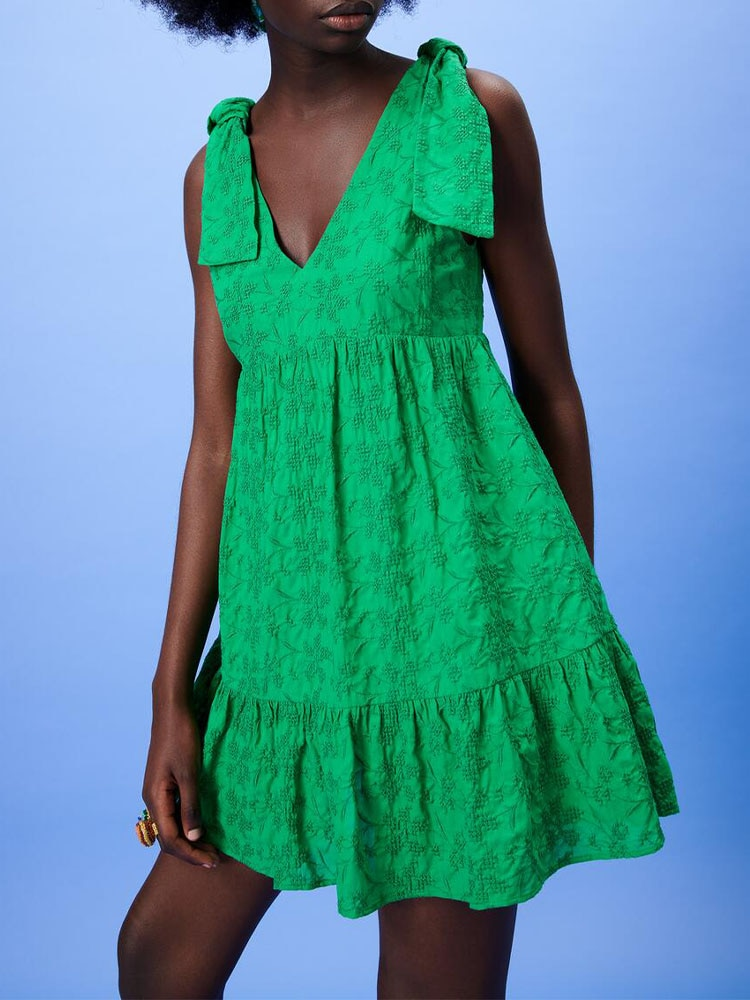 ZA صيف جديد المرأة الحلو الخامس الرقبة الرسن القوس زهرة التطريز بذلة قصيرة