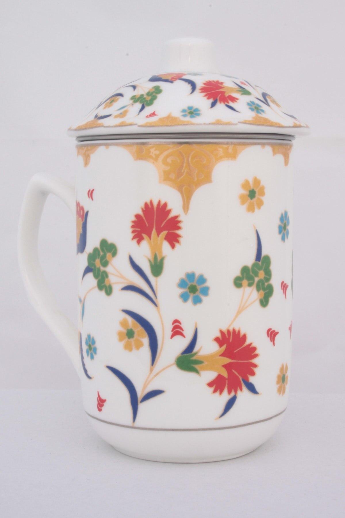 كوب شاي أعشاب من السيراميك مع مصفاة بلاط