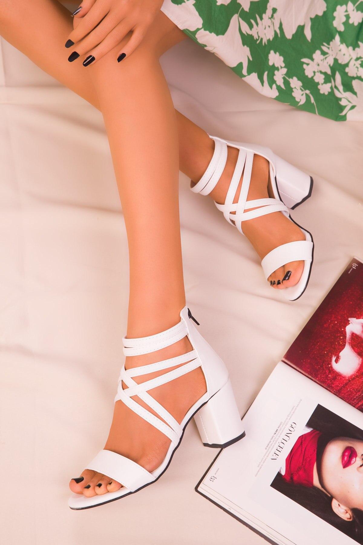2021 أحذية النساء مضخات كعوب عالية على الموضة أحذية نسائية أحذية الزفاف السيدات Stiletto الكعوب النسائية