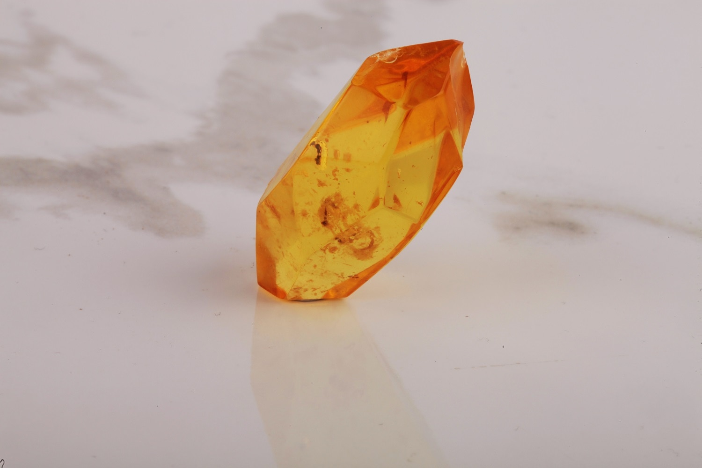 UM US JEWELRY Natural Amber Stone