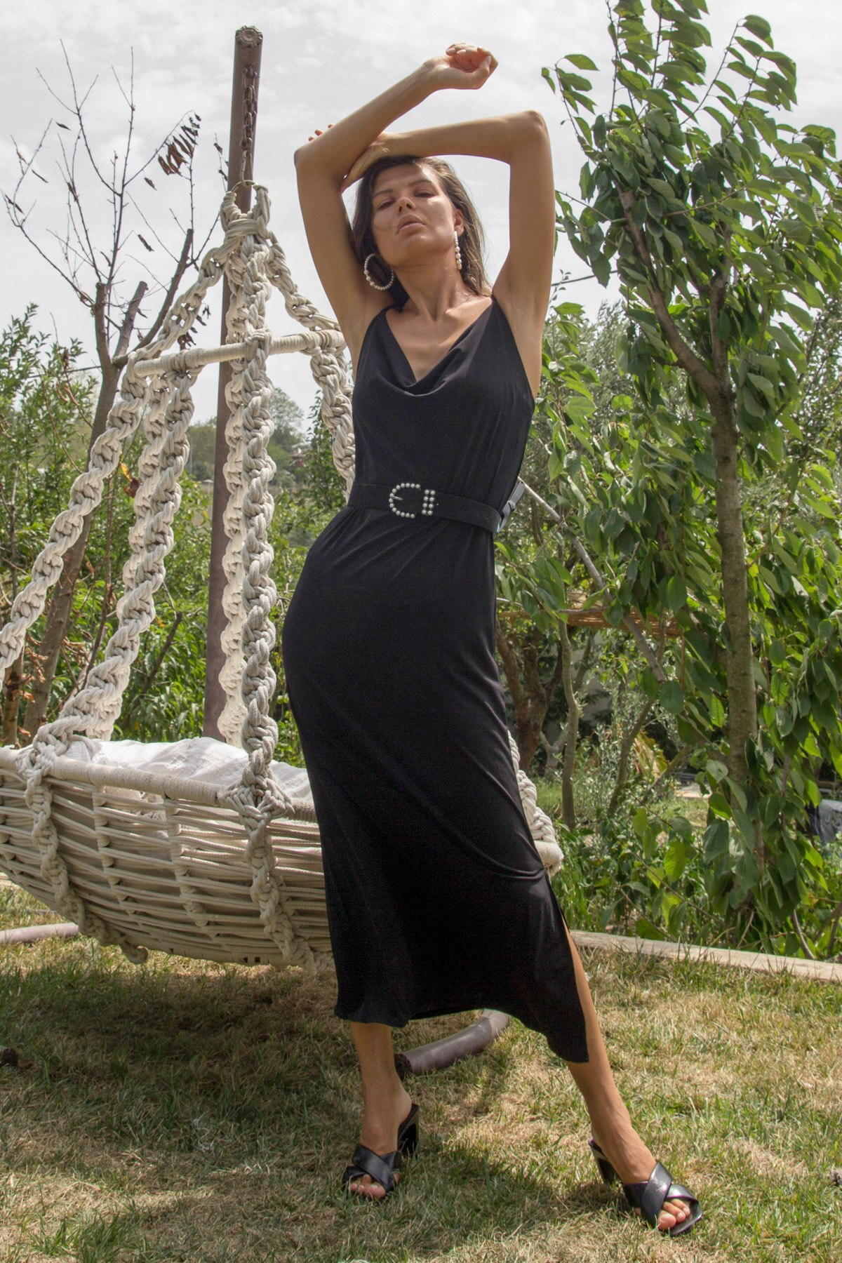 Col entonnoir pendentif robe Lycra