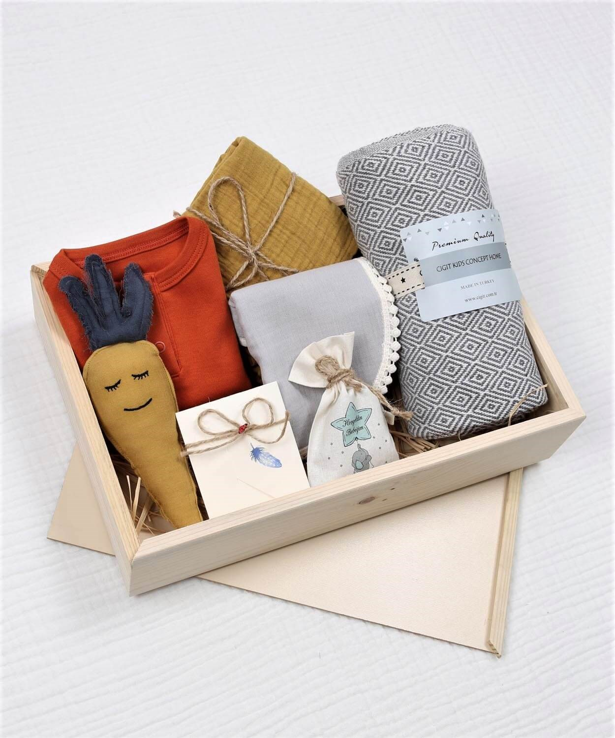 Baby Bodysuit 100% Cotton knitwear Snapsuit, Muslin Blanket, Apron, Toy, Notepaper and Wooden Box for Boys and Girls Pack of 7