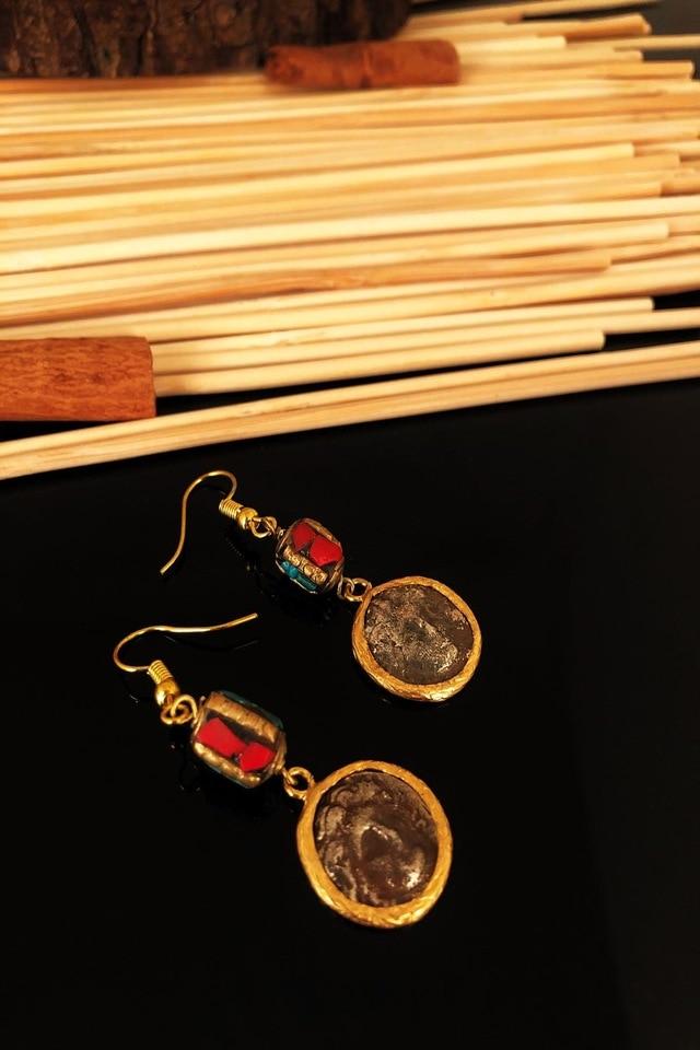 Dr حجر الحجر الطبيعي اليدوية مطلية بالذهب العتيقة نيبال أقراط KTDR 439799401