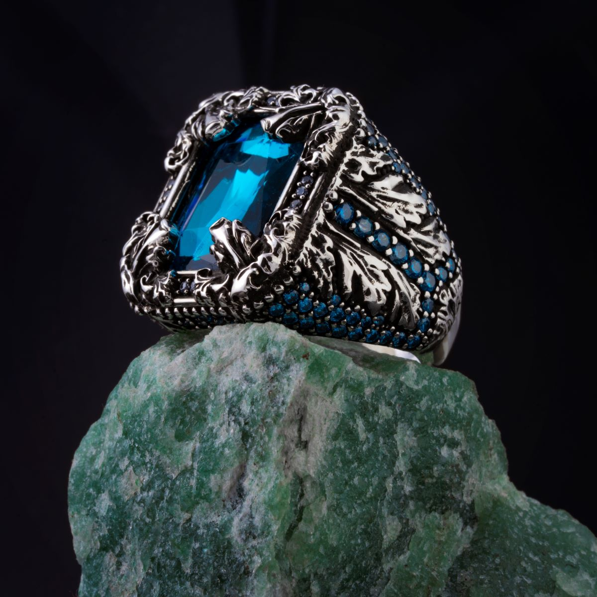 High-quality 925 Sterling Silver SWAROVSKİ CRYS STONE ring Jewelry Made in Turkey in a luxurious way for men with gift